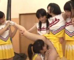 チアの練習中に立ったままクンニをされる美少女