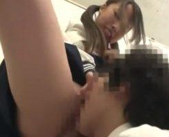 女子トイレでイッても何度もクンニさせる女子校生