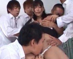 男子生徒数人に足を持ち上げられおっぱいをもまれたりキスをしながらクンニをされ悶絶する女教師