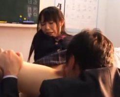 進路指導の先生に学校でクンニされる女子校生