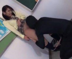 女子校生が突然男にクンニされイカされる