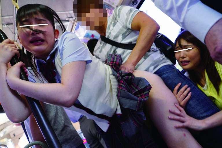 中出し痴漢された妹の精子をクンニで吸い取り妊娠を阻止する姉