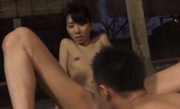 露天風呂で息子にクンニをされ即イキをしフェラで口内発射されるスレンダーな母親