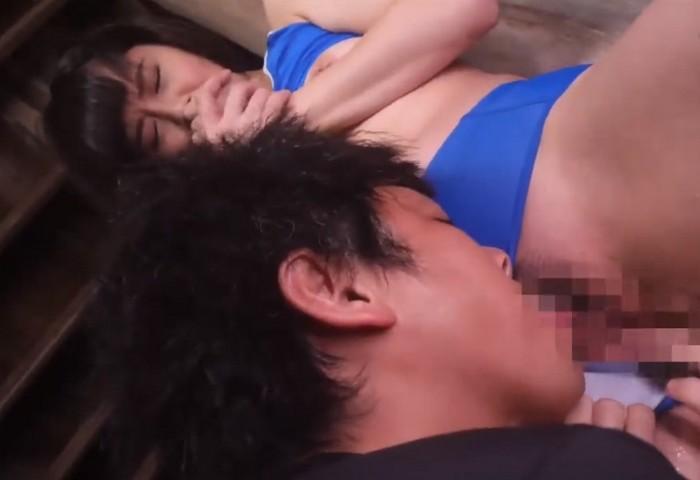 加賀美まり スポーツ少女に野外で立ったままクンニと電マで責めまくり大量の潮を吹かせる