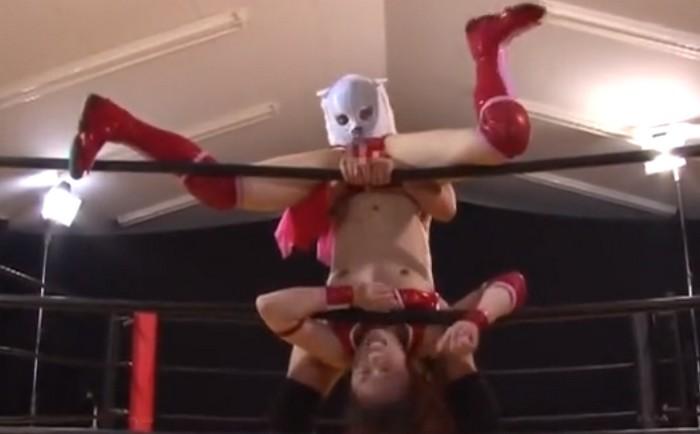 愛弓 女子プロレスラーがエッチなデスマッチで逆さに吊られてクンニと指マン責め