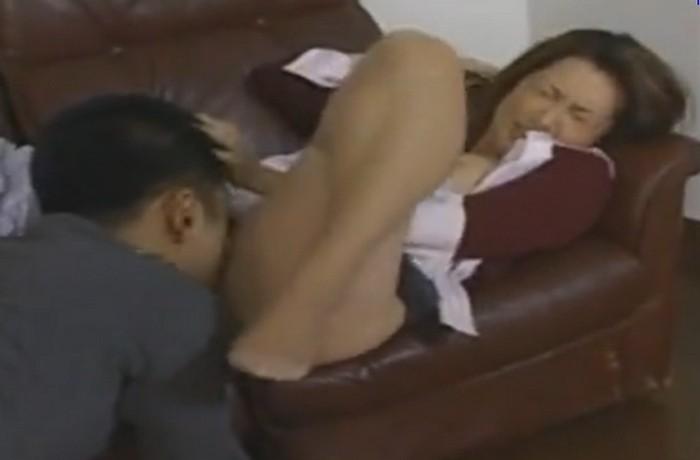 風間ゆみ 息子に襲われクンニや指マンをされ近親相姦セックスをする巨乳の熟女